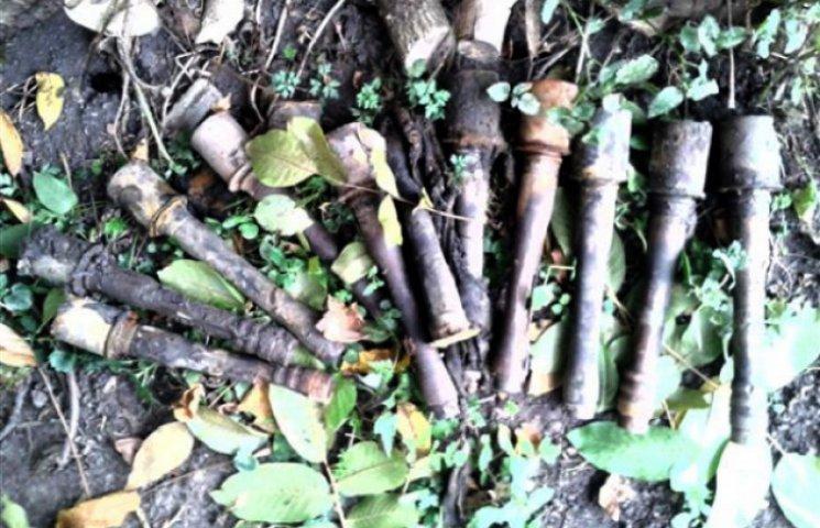 На Хмельниччині люди шукали воду, а знайшли 11 гранат