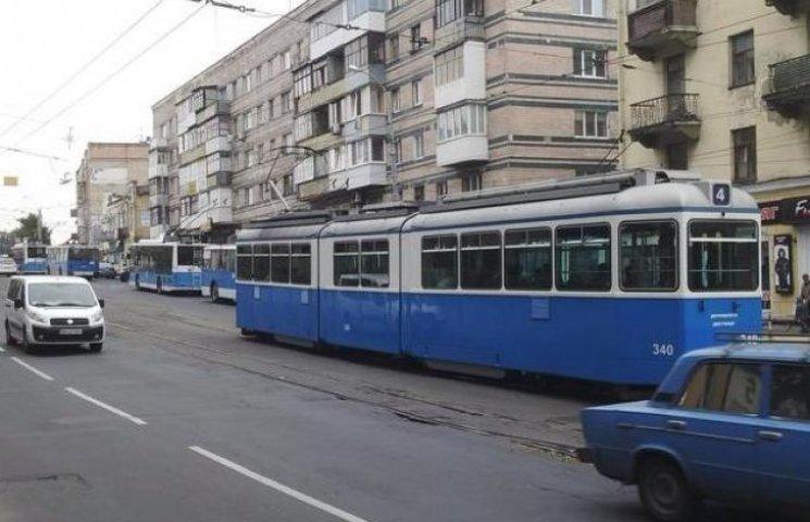 Чому в центрі Вінниці стояв весь громадський транспорт