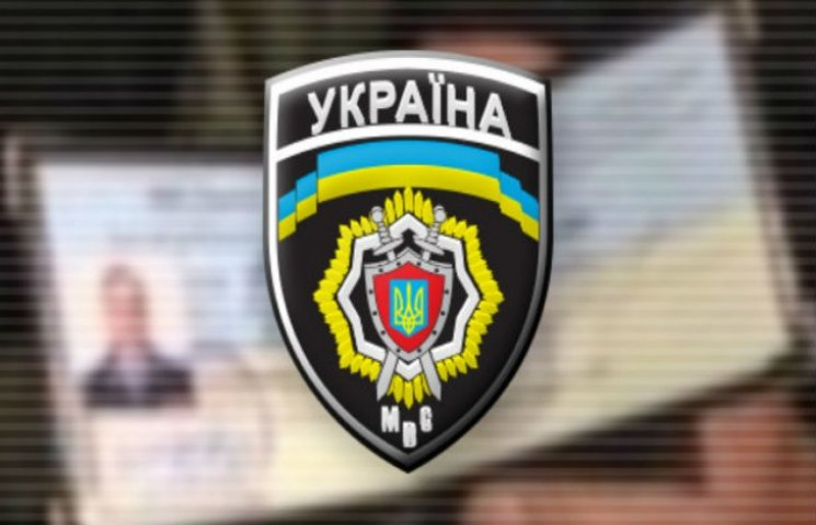 Комсомольський псевдоміліціонер забрав у водія документи, авто і вимагав гроші