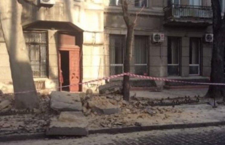 У центрі Одеси завалився будинок