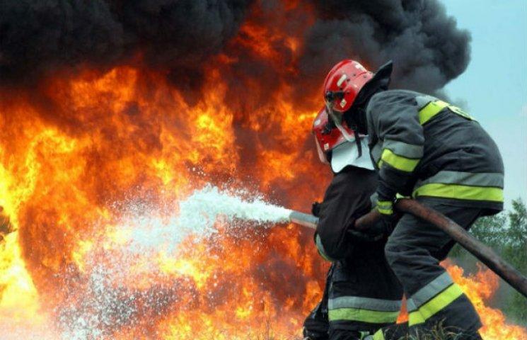 На Полтавщині 18 годин гасили пожежу: згоріло 5 будівель
