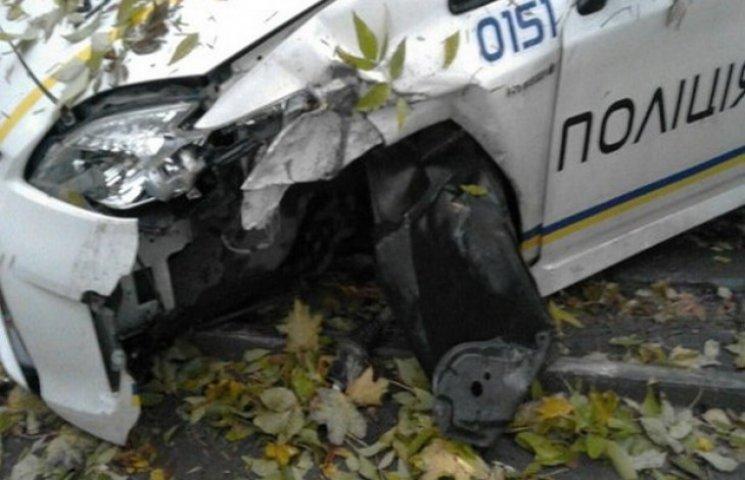Автомобіль поліції у Львові розвалився на ходу