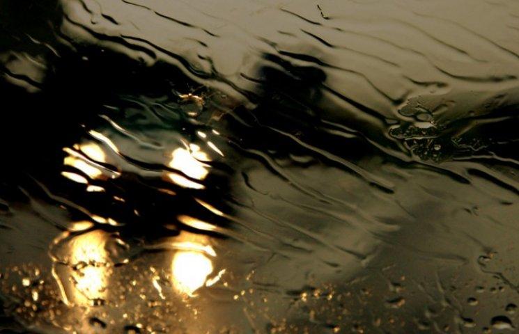 Через зливу одеськи вулиці знову плавають