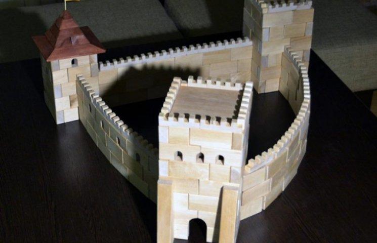 Архітектор з Хмельниччини придумав деревяний конструктор замків України