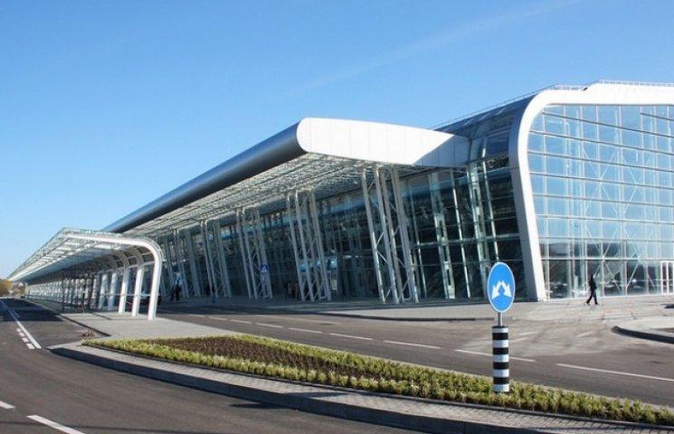 """Частину львівського аеропорту віддали """"донецьким"""" під торгівлю"""