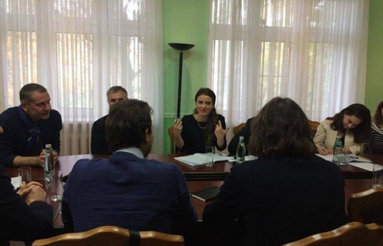 Марушевська за перші дні роботи встигла підписати сотні документів