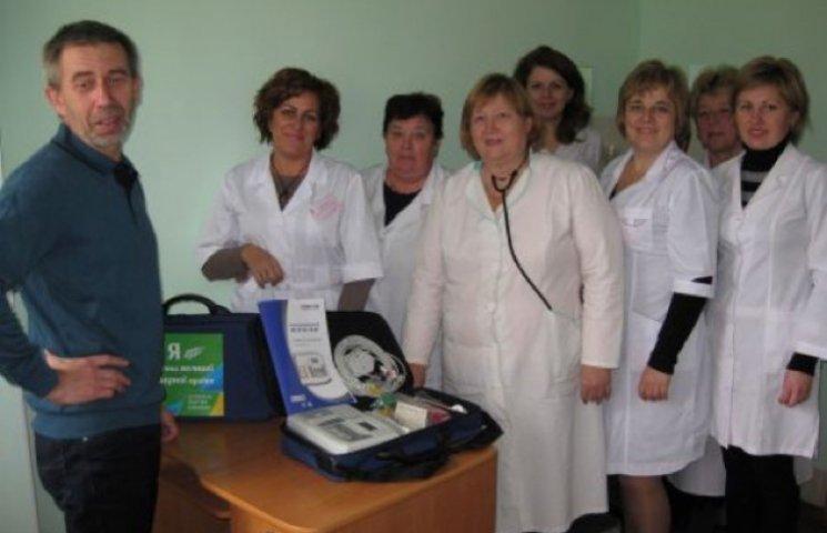 Аграрна партія на Хмельниччині задобряє електорат медобладнанням і курятиною