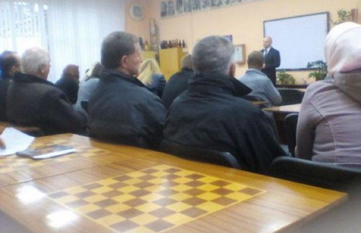 Кандидати збирають бюджетників і студентів Хмельниччини на зустрічі