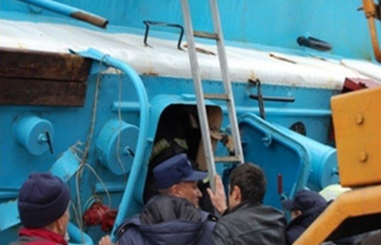 """Із затонулої """"Іволги"""" вилучили документацію на судно і навігаційні прибори"""