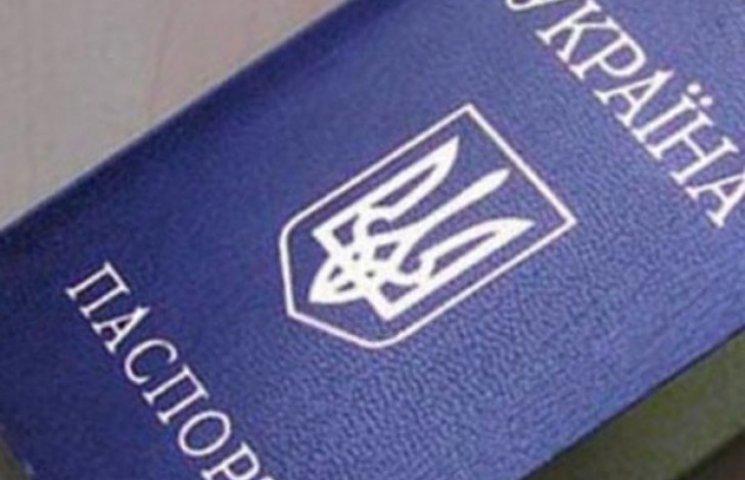 На Полтавщині на деяких дільницях примудряються голосувати без паспортів