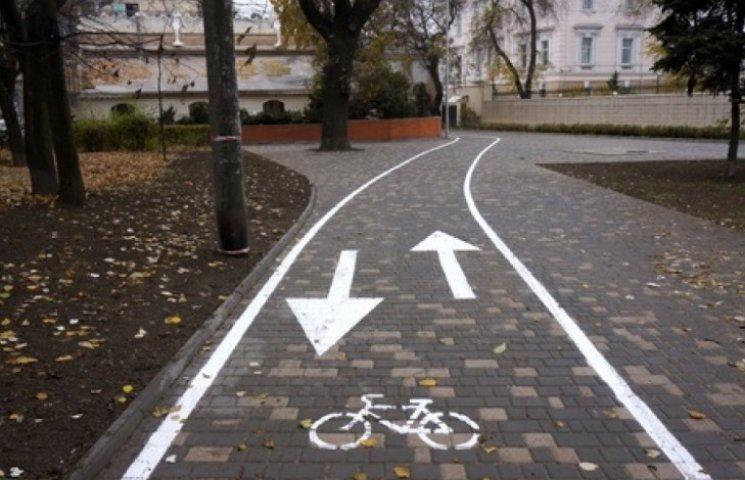 В Одесі продовжують благоустрій доріг для велосипедистів