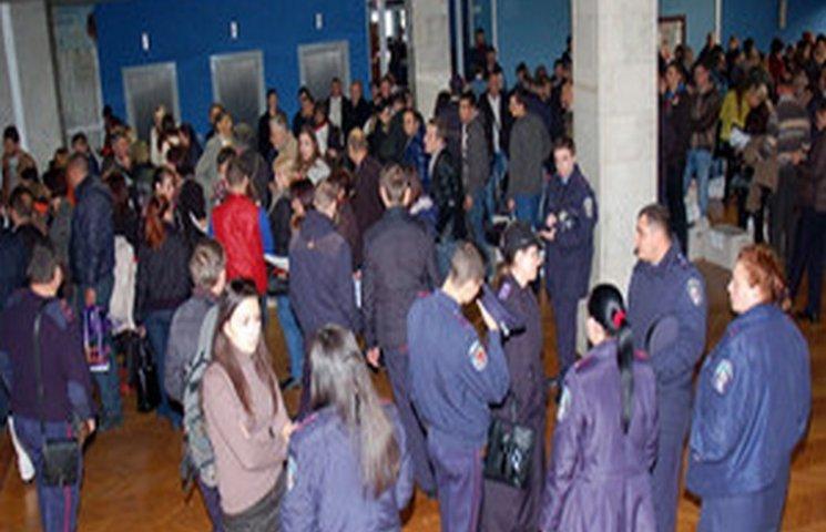 Результати виборів мера: в Одесі штурмують виборчі комісії