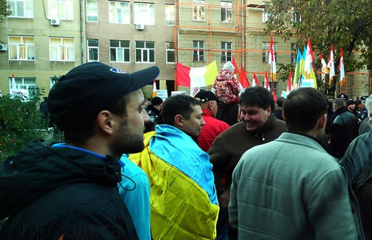 Прихильники Боровика помітингували під судом і пішли до Саакашвілі