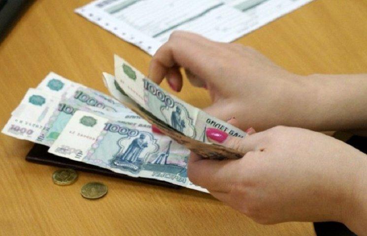 """""""Российской"""" зарплаты крымчанам хватает только на еду"""