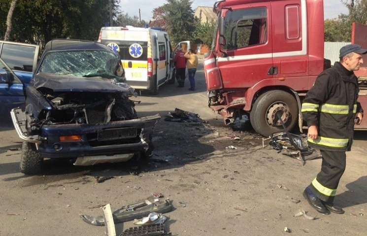У Хмельницькому зіткнулись дві автівки, є потерпілі
