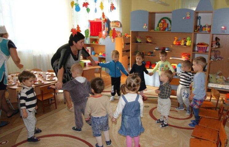 """У миколаївському дитячому садку-""""замку"""" ремонтують зенітні ліхтарі"""
