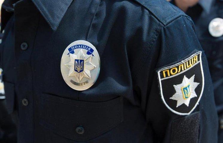 """П'яний київський поліцейський влаштував """"виставу"""" перед колегами з Вінниччини"""