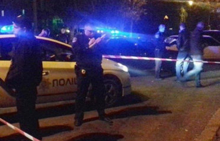 В стрельбе в Николаеве, кроме подстреленных копов, травмировались еще двое людей