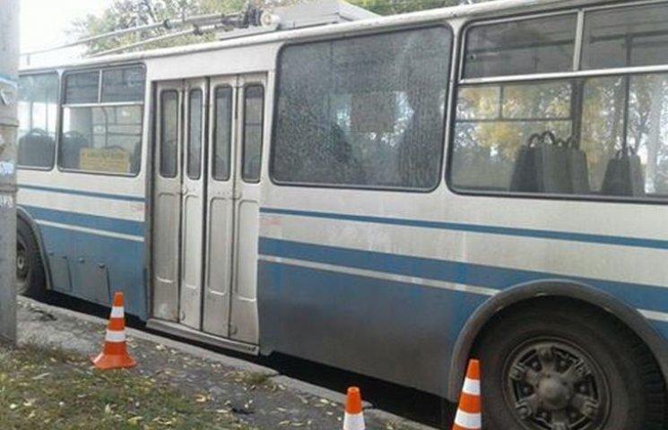 У Хмельницькому стріляли по тролейбусу
