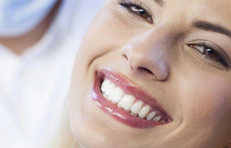 Як мати приголомшливу сяючу посмішку: поради стоматолога зірок