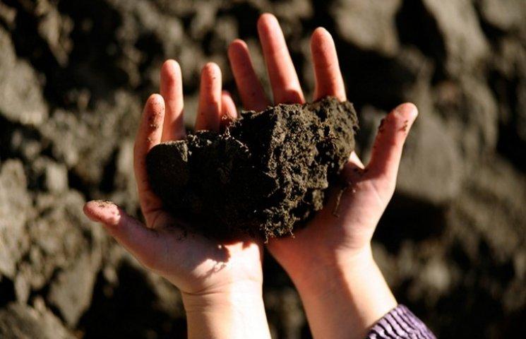 На Хмельниччині товариство вісім років незаконно користувалося землею