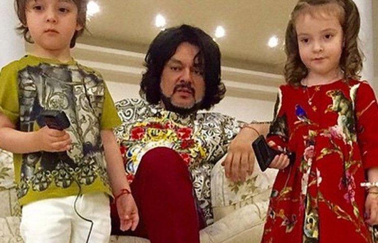 4-летний сын Киркорова стал танцором и тронул звездного отца