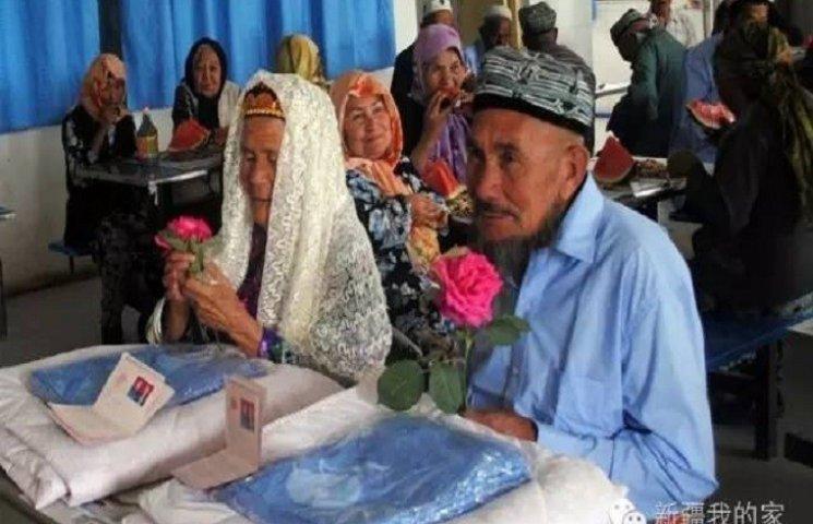 В Китае руки 114-летней невесты мужчина добивался год