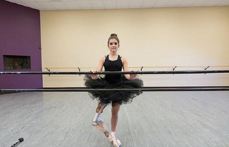 15-річна балерина, яка втратила ногу через рак, знову встала на пуанти