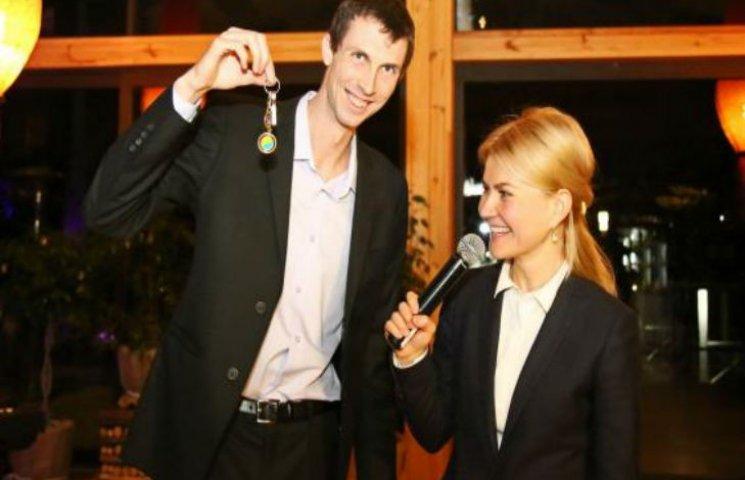 У Харкові бронзовому призеру Ріо вручили двокімнатну квартиру