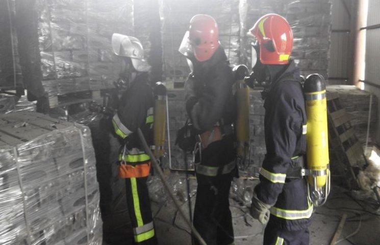 """Віньковецькі рятувальники приборкали """"пожежу"""" на місцевому сирзаводі"""
