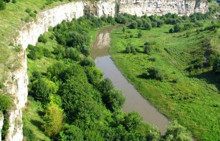 Вік порід, виявлених у Смотрицькому каньйоні, сягає 416 мільйонів років