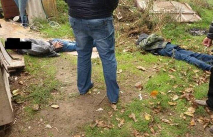 У Миколаєві наркомани напали на поліцейських під час обшуку