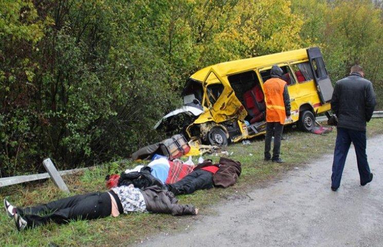 Водій маршрутки, що потрапила в смертельне  ДТП, працював нелегально