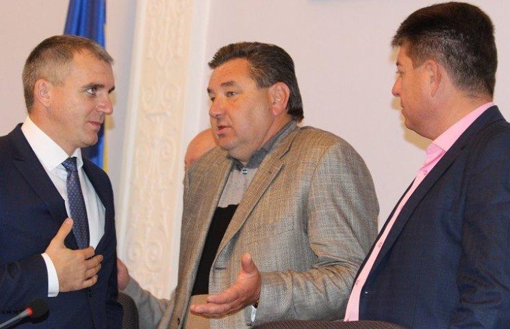 """Нижча ліга КВН: Як депутати """"тероризували"""" мера та гигикали на сесії"""