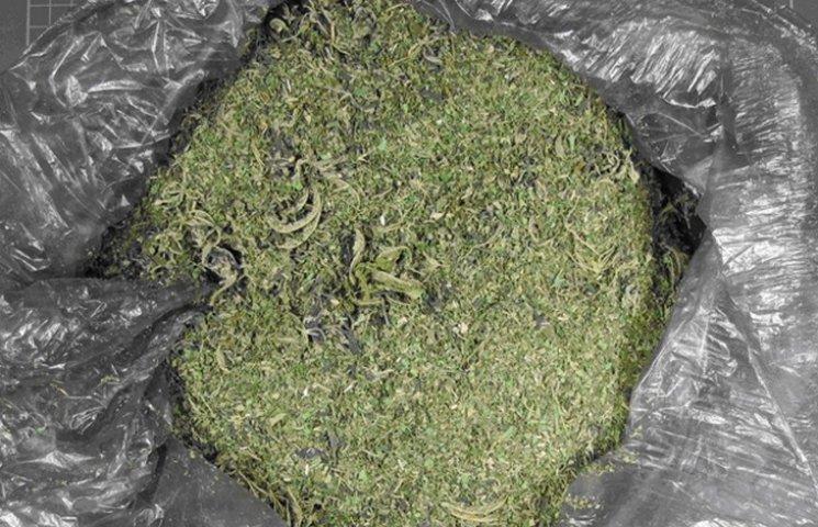Винничанин хранил дома 4 кг наркотиков в ассортименте