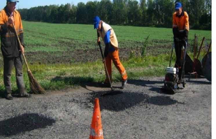 Дванадцять районів Хмельниччини отримають відремонтоване дорожнє покриття