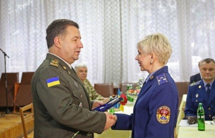 Двоє вінницьких військових лікарів отримали від міністра пістолети Макарова