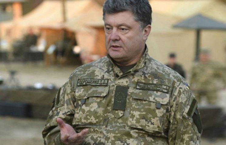 """Порошенко рассказал про свои """"боевые трофеи"""" из АТО"""