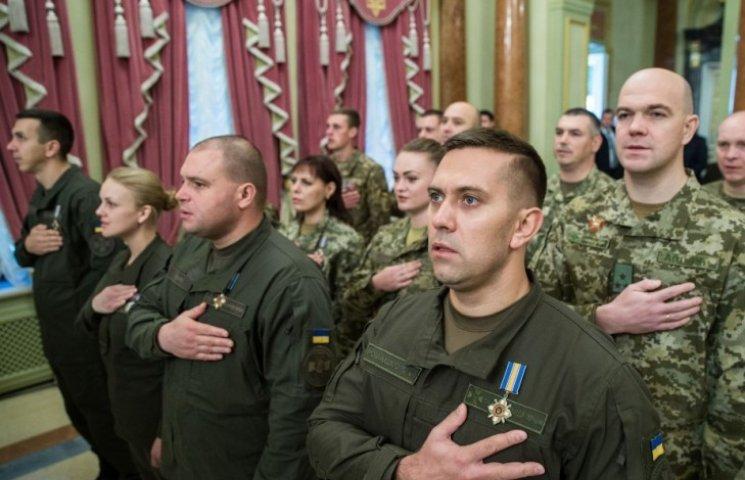 Миколаївських військових, що пройшли АТО, нагородили до Дня захисника України