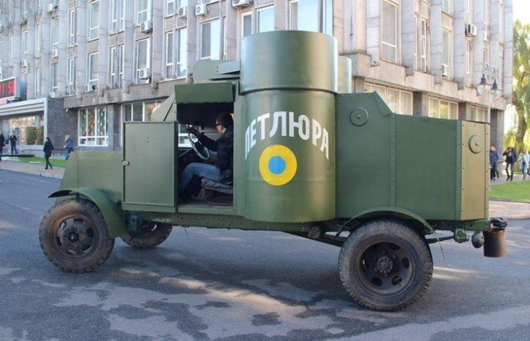 """У Вінниці реконструювали панцерник """"Остін"""", який був на озброєнні діючої армії УНР"""
