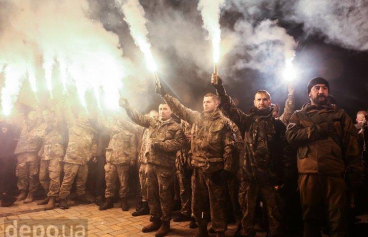 """Як """"Азов"""" із фаєрами і петардами пройшов """"Маршем нації"""""""