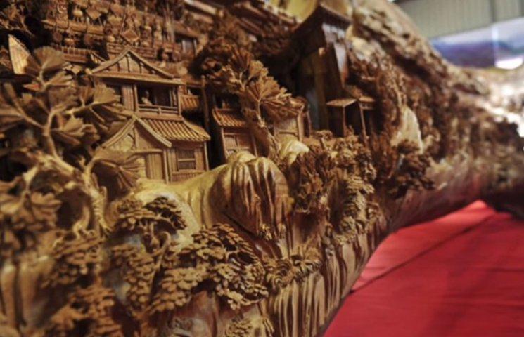 Удивительную скульптуру из цельного дерева создал китаец