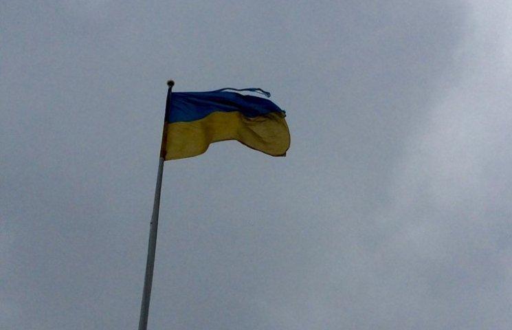 Праздники в Хмельницком прошли под разодранным государственным флагом