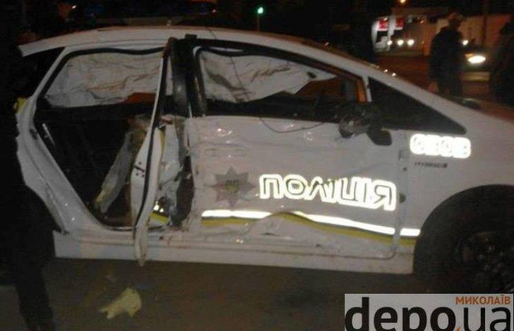 У центрі Миколаєва зіштовхнулись поліцейський Prius та позашляховик: є постраждалі