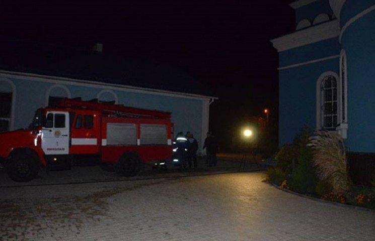 У Миколаєві чоловік загинув в пожежі господарчої будівлі церкви