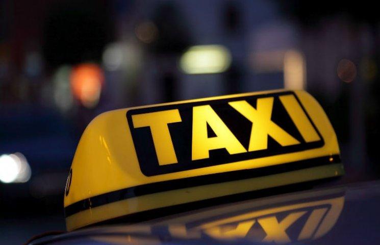 """Как Правительство хочет легализовать такси, работающие """"в тени"""""""