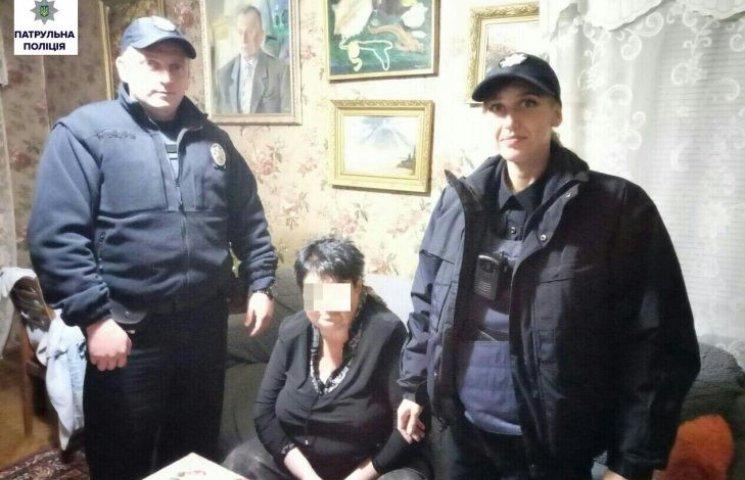 Миколаївські патрульні повернули додому зниклу 65-річну жінку