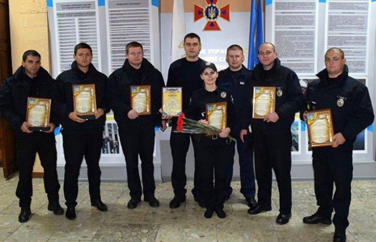 У Миколаєві нагородили ДСНСівців та патрульних, що рятували людей в пожежі на Гонгадзе