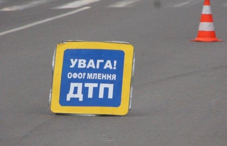 """У Бершаді жінка, яка їхала на скутері, загинула під колесами """"МАЗа"""""""