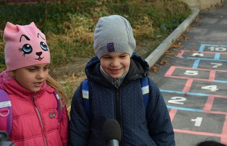 Біля вінницької школи з'явилися чарівні сходи